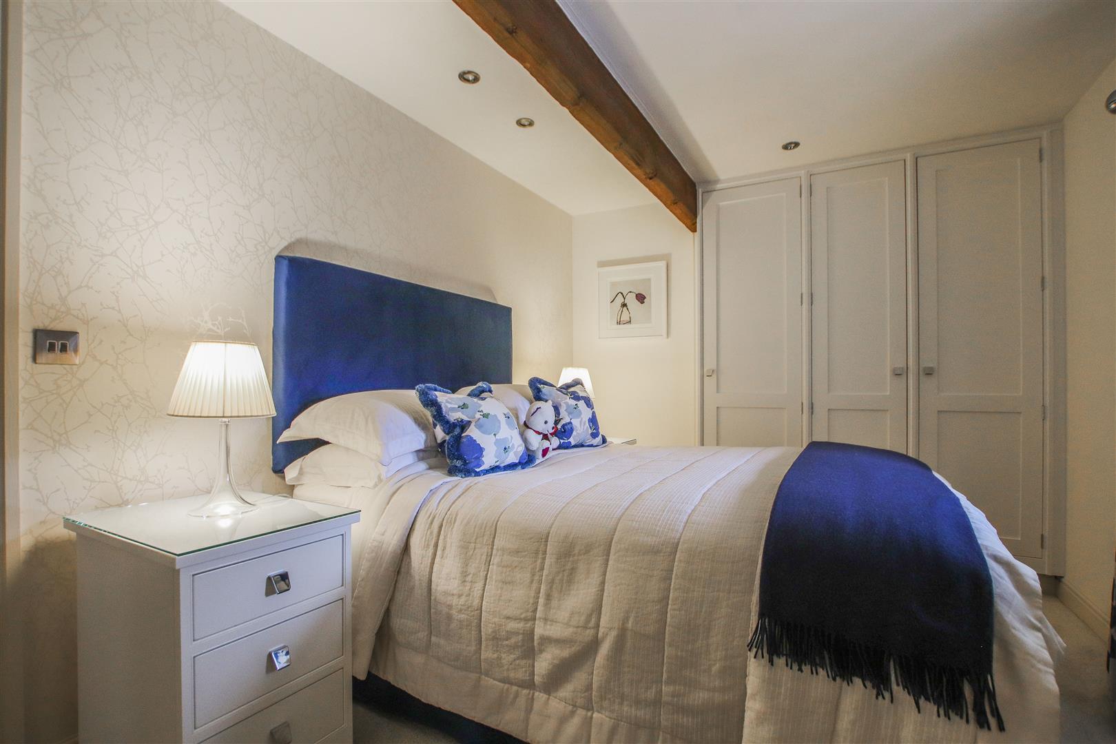 5 Bedroom Semi-detached House For Sale - 56.JPG